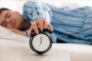 spat ne menee 8 chasov v sutki