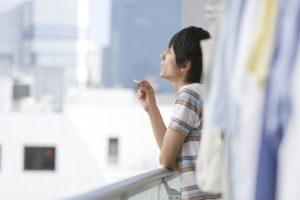 Mozhno li kurit na svoem balkone