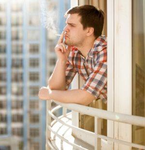 kurenie na balkone